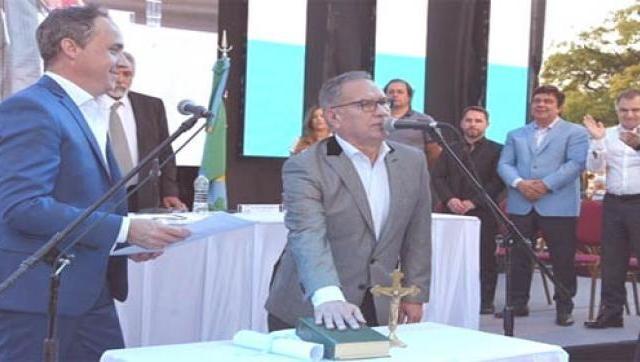 Descalzo asumió un nuevo mandato al frente del Municipio y celebró los 24 años de autonomía municipal