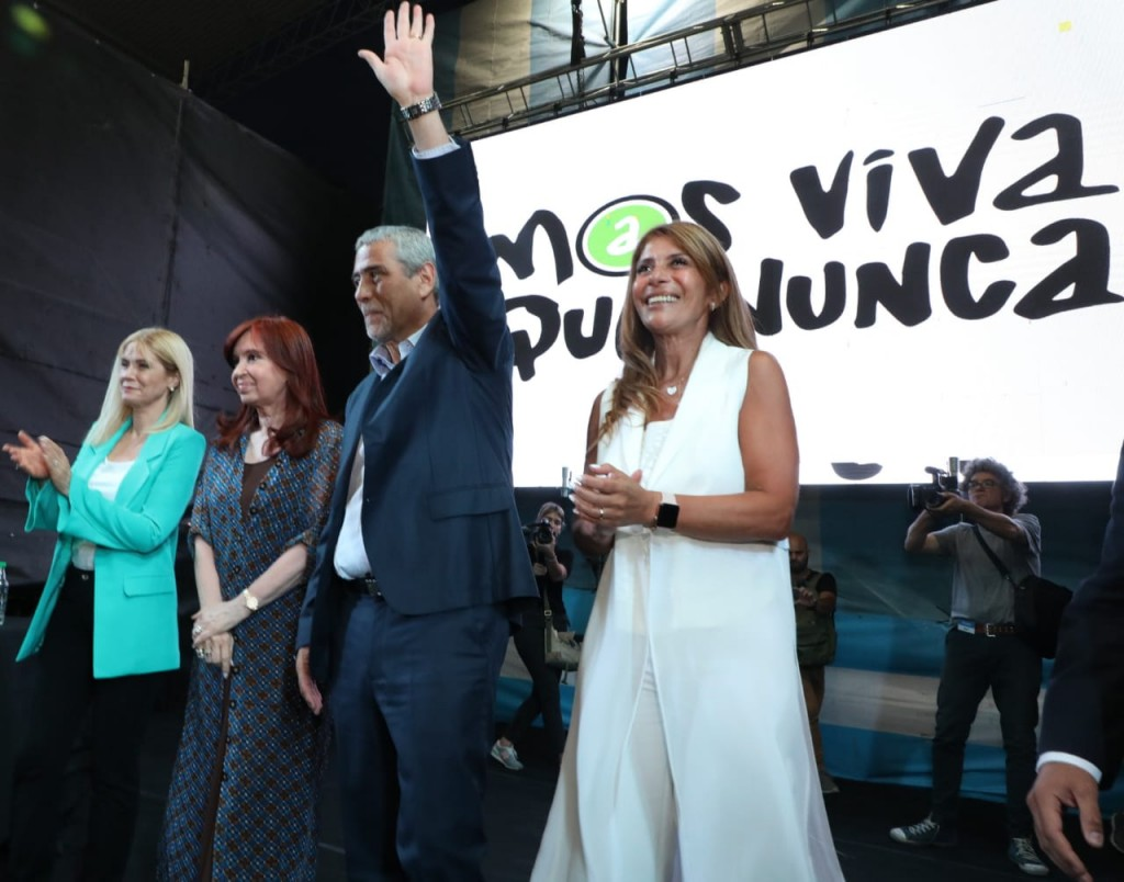 Avellaneda: Ferraresi asumió un nuevo mandato acompañado por Cristina