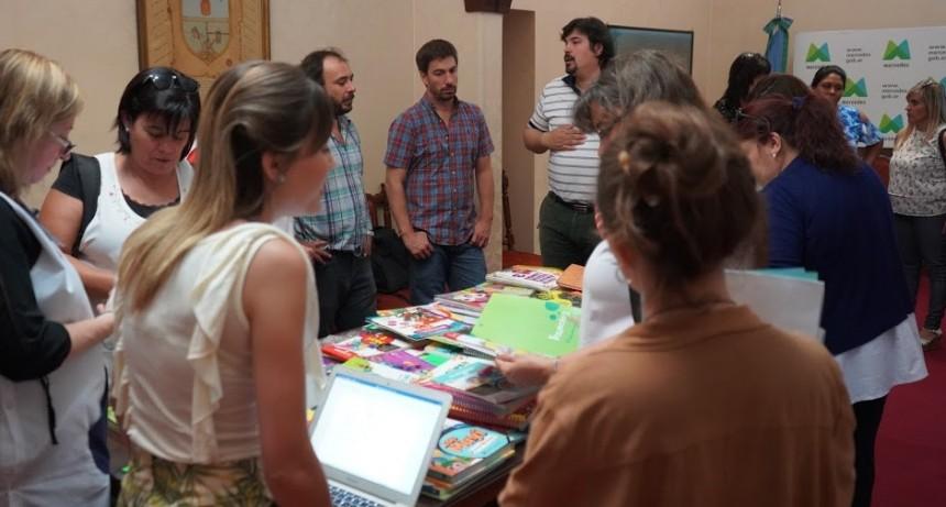 """El Programa """"Mercedes Aprende"""" selecciona libros para entregar en las escuelas públicas"""