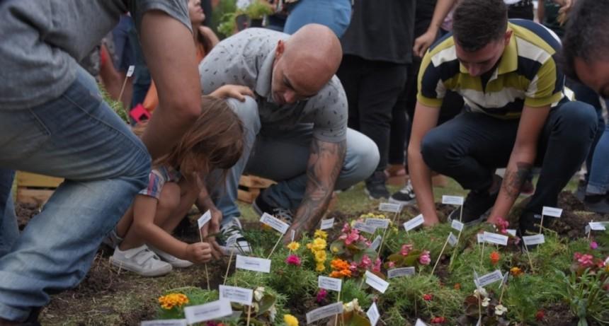 """Ituzaingo: Emotivo homenaje en la plaza """"Los pibes de Cromañón, Ceci y Luis"""""""