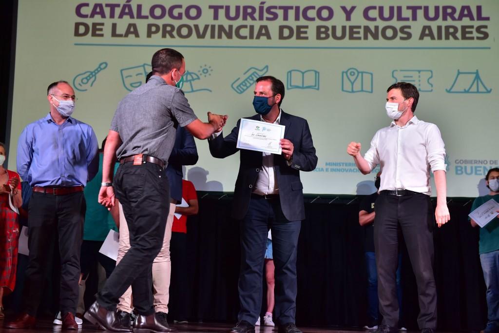 Escobar: Ariel Sujarchuk y Augusto Costa entregaron subsidios a 39 entidades del partido