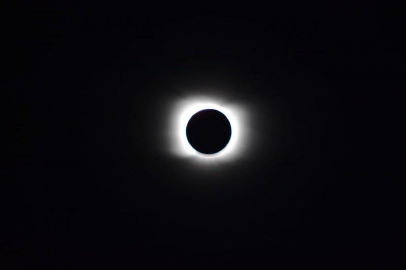 """Enrique Coutrix: """"Lo que pasó en Pehuenia en el punto máximo del eclipse fue como una penumbra, pero un poco más al sur fue una oscuridad total"""""""