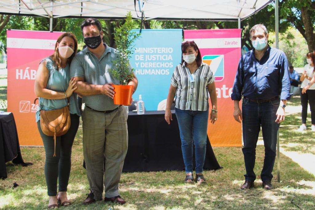 Zárate: El Municipio realizó el acto de firma de más de 60 escrituras sociales