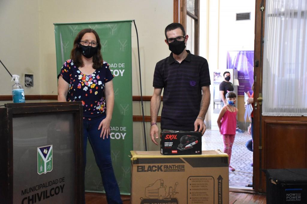 Chivilcoy: Primera entrega de herramientas a los beneficiarios del Programa