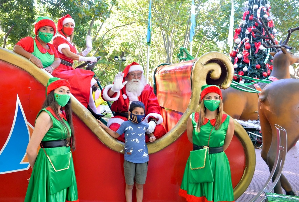 San Fernando: Papá Noel llenó de alegría y diversión las plazas del distrito
